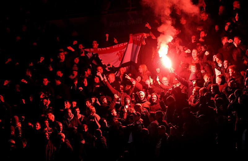 West Ham fans applaud tongue-in-cheek Man Utd chant