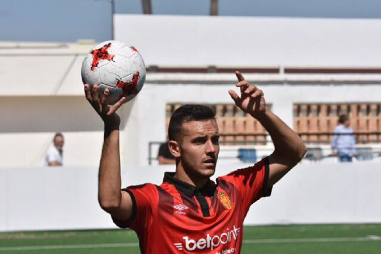 22-year-old lower division Spanish right-back puts Man Utd on red alert