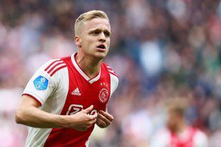 Van De Beek Set To Honour Former Teammate With Man Utd Shirt Number